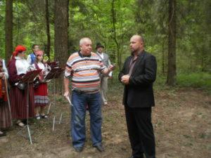 Aleksandr-Hartšenko-ajakirjanik-ja-Sergei-Rumjantsev-vallavanem.-Ansambel-Õunake