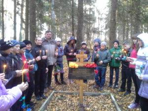 Õp.-Kulla-Buraševo-õpilastega-Presidendi-matmispaigal